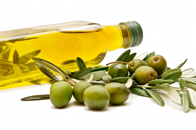 Out of all the oils, olive oil has the most heart-protecting antioxidants that have anti-inflammatory and anti-clotting properties.